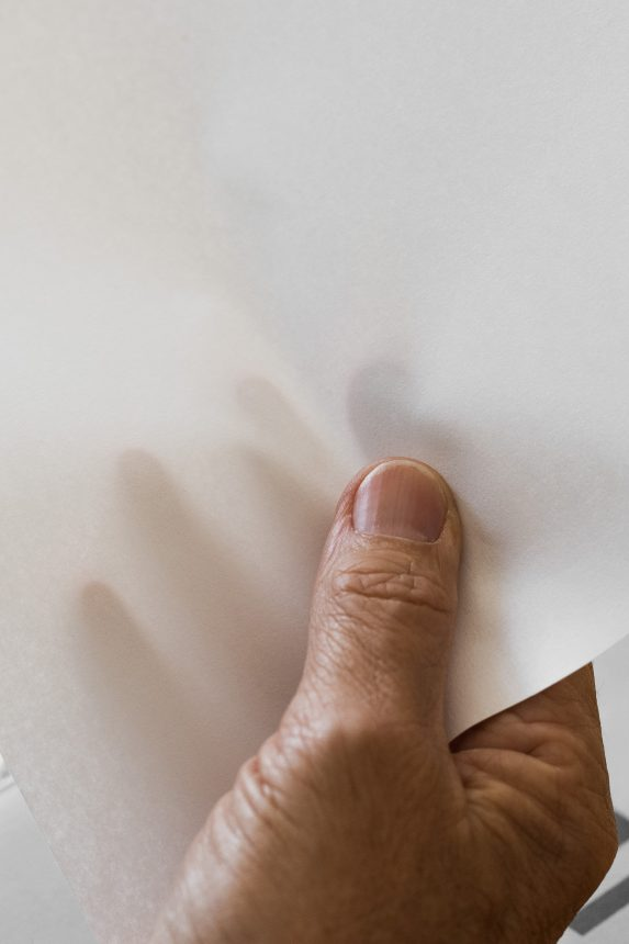 Weißes Papier Photography by Marion Luttenberger (MediumLarge Studio)
